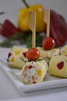 rulouri cu somon si cascaval Tapas, Cooking Time, Cooking Recipes, Salty Foods, Romanian Food, Caramel Apples, Starters, Finger Foods, Food Art