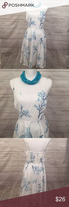 White coral print dress New missing tags |white printed blue coRal dress| thin straps| zipper on the side | Old Navy Dresses Midi