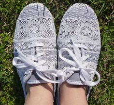 Dream {a Little} BIGGER - Craft! - Repurposed Lace Scrap Tennies @ http://www.dreamalittlebigger.com/craft/2012/10/16/repurposed-lace-scrap-tennies.html#