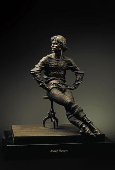 Bronze sculpture of Rudolf Nureyev by Yuri Firsov.