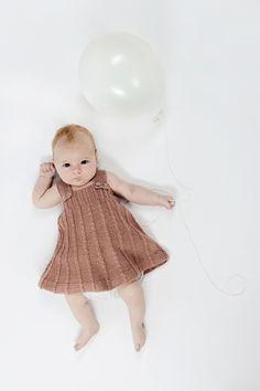Strik sød spencer til den lille pige | Gratis opskrift