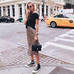 Musa do estilo: Marie von Behrens - Blusa preta, saia midi com estam. - - Musa do estilo: Marie von Behrens - Blusa preta, saia midi com estampa de oncinha, tênis all star preto de cano médio, mix de colares Shor. Fashion Mode, Look Fashion, Skirt Fashion, Fashion Outfits, Womens Fashion, Fashion Trends, Sneakers Fashion, Fashion Ideas, Fashion Clothes