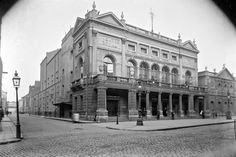 Theatre Royal, Hawkins St & Poolbeg Street, Dublin, about prior to tge building's art deco redesign and demolition and the erection of Hawkins House, considered to be Ireland's ugliest building. Ireland Pictures, Old Pictures, Old Photos, Dublin Street, Dublin City, Photo Engraving, Building Art, Local History, Book Of Life