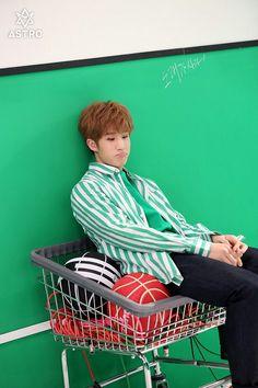 Jinjin Astro, Law Of The Jungle, Lame Jokes, Sanha, Fandom, Fans Cafe, Korean Bands, Boys Over Flowers, Rapper