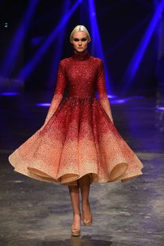 Michael Cinco at Dubai Fashion Forward Season 6 Arab Fashion, Dubai Fashion, Fashion Photo, Runway Fashion, Fashion Beauty, Couture Mode, Couture Fashion, Stunning Dresses, Pretty Dresses