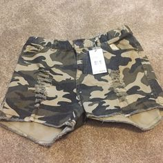 Camo shorts NWT camo, never worn, brand new, very comfortable! size medium: very stretchy Shorts Jean Shorts