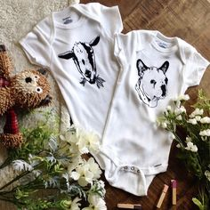 Custom pet onesies for that pet lover mom or dad to-be! Shop now at our Etsy…