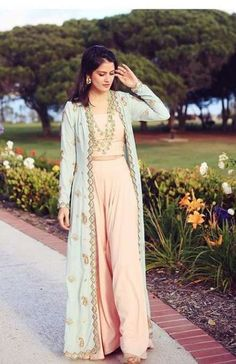 How to wear denim dress jackets 27 ideas Indian Gowns Dresses, Pakistani Dresses, Indian Attire, Indian Wear, Long Jacket Dresses, Dress Jackets, Long Jackets, How To Wear Denim Jacket, Indian Designer Outfits