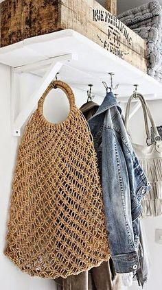 i don't know why i love so much baskets...    can't spend one week thinking about buying a new one...   inspiration ...                    ...