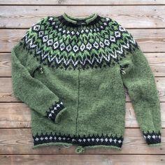 47 отметок «Нравится», 17 комментариев — Petra (@kanelpetra) в Instagram: «Min tröja är färdigstickad. Nu ska jag bara samla mid för att klippa upp den. Det är lite läskigt…» Knitting Charts, Knitting Patterns, Petra, Women's Fashion, Pullover, Instagram Posts, Sweaters, Breien, Knit Patterns