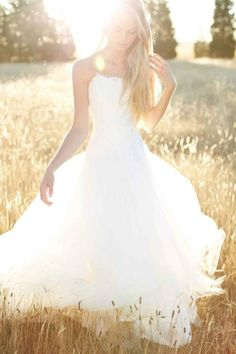 22 Bridal Fashion Editorials - From Bohemian Bride Editorials to Whimsical Wedding Editorials (TOPLIST)