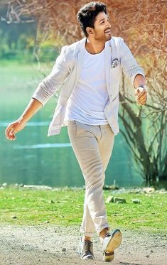 stylest Allu Arjun new trading style amazing pictures collection - Life is Won for Flying (wonfy) Actor Picture, Actor Photo, Crochet Braids, Allu Arjun Hairstyle, New Photos Hd, Ram Photos, Dark Haired Men, Allu Arjun Wallpapers, Dj Movie