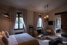 Das Hotel Relais Castello di Morcote liegt leicht erhöht über dem Lago di Lugano, in Vico Morcote. Wo einst Benediktinerinnen im Kloster wohnten, empfängt heute ein äusserst charmantes Boutique Hotel seine Gäste.  #ticinomoments #boutiquehotel Design Hotel, Hotels, Das Hotel, Lugano, Boutique, Curtains, Home Decor, Switzerland, Homes
