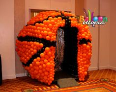 If your budget can bear it, opt for a major entrance to your March Madness party! #basketball #balloons