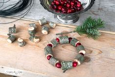 Wooden bead and cranberry Christmas wreath / FunkyJunkInteriors.net