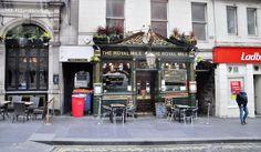 Şehrin diğer önemli caddesi Royal Mile. Royal Mile (Kraliyet Mili) adını bir İskoç mili uzunluğunda olmasından alıyor.