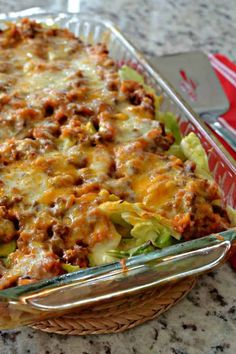 Cabbage Roll Casserole (Deconstructed Cabbage Rolls) After you finish cooking the cabbage simply layer cabbage, cooked beef mixture, cheese, cabbage, cooked beef mixture and cheese in the skillet. Cabbage Roll Casserole, Beef Casserole, Casserole Dishes, Casserole Recipes, Skillet Recipes, Hamburger Vegan, Cabbage And Beef, Cabbage Lasagna, Recipes
