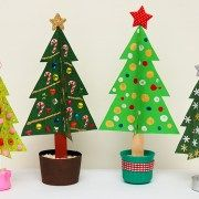Business and Blogging tips, How to, Downloads, Reviews Wooden Christmas Trees, Christmas Crafts For Kids, Simple Christmas, Family Christmas, Holiday Crafts, Christmas Ornaments, Chocolate Centerpieces, Santa Handprint, Music Websites