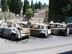 Paura  nella notte: auto incendiate e botti. Giallo sulle cause