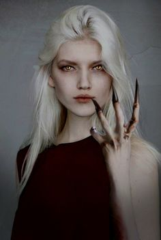 This is exactly what Manon needs to look like in the tv show.