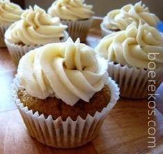 1 en halwe koppie meel 3 tl bakpoeier mespunt sout 1 koppie witsuiker 3 groot eiers ~ kamer temperatuur 1 tl vanilla geursel 3 el botter in kastrol gesmelt 1 koppie melk Voorverhit oond na Vo… Cupcake Recipes, Cupcake Cakes, Cup Cakes, Melktert Recipe, South African Recipes, Instant Pudding, Vanilla Cupcakes, Recipe Search, Cake Pops