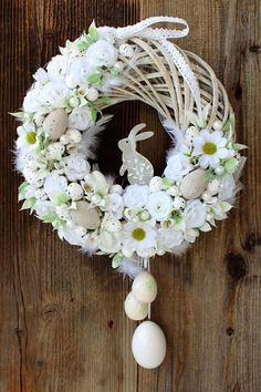 30 Lovely Easter Wreaths Ideas for Front Door Decor - Cheapo Dots Wreath Crafts, Diy Wreath, Wreath Ideas, Diy Easter Decorations, Flower Decorations, Easter Wreaths, Holiday Wreaths, Couronne Diy, Diy Osterschmuck