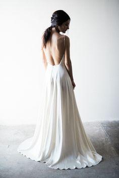 Modern Sarah Seven wedding dress #sarahsevenloveclub