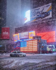 """From our own @TomJauncey: """"It was an amazing moment in #NewYorkCity  During #Blizzard2016 police shut down all the roads after 2pm & asked everyone to shelter indoors. When asked to do something people always do the opposite...so thousands of #NewYorkers flooded to #TimesSquare where there were group snowball fights singing & laughter. @JeremyJauncey & I had to capture the craziness . It kind of felt like Christmas as there was an amazing atmosphere in the city #WinterStormJonas """" by…"""