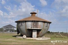 The Kettle House GALVESTON- For over half of a century rumors, myths, and urban legends have swirled about the mysterious Kettle House on Galveston Island, and still no one seems to have the f… Urban Planning, Trip Planning, St Louis City Museum, Day Trips From Houston, Unusual Buildings, Building Exterior, Texas Homes, Texas Travel, Kettle