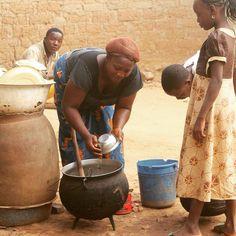 Mealtime in Langa Langa Village #JujuFilms #Nigeria #Nasarawa #fFood