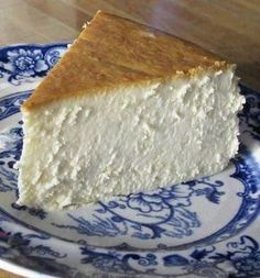 New York Cheesecake - this is the single best cheesecake I have ever had. It is creamy smooth, lightly sweet, with a touch of lemon. Best cheesecake EVER! Yummy Treats, Sweet Treats, Yummy Food, Delicious Recipes, Fun Food, Just Desserts, Dessert Recipes, Recipes Dinner, Elegant Desserts