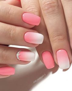 Semi-permanent varnish, false nails, patches: which manicure to choose? - My Nails Stylish Nails, Trendy Nails, Cute Acrylic Nails, Cute Nails, Pink Nails, My Nails, Pink Summer Nails, Gel Ombre Nails, Umbre Nails
