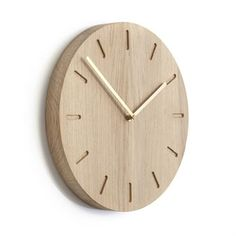 Watch:Out -seinäkello on tammea ja se tulee Applicatalta. Anne Boysenin suunnittelema Watch:Out on valmistettu Tanskassa. Sen muotoilu on yksinkertaisen tyylikäs, joten se on helppo sijoittaa eri ympäristöihin. Valitse eri vaihtoehtoja.