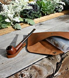 *We can no longer guarantee delivery of made to order items before Christmas, but we will work to get new orders out as fast as possible.* Pouch for tobacco pipe and accessories. Comes with leather pipe stand to make loading easier. Fits small to medium sized pipes. Choose your own