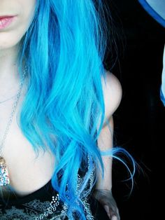 I want a streak of this color in my hair.
