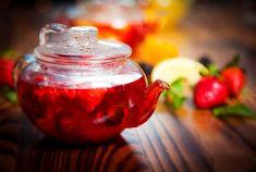 Фруктовый чай — это напиток, приготовленный из смеси сушёных или свежих фруктов, ягод, трав и цветов. Его можно сделать на основе воды, сока или чая. У каждого из этих способов есть нюансы в приготовлении. Читать далее: http://kareliyanews.ru/kak-prigotovit-vkusnyj-fruktovyj-chaj-recepty-i-tonkosti/
