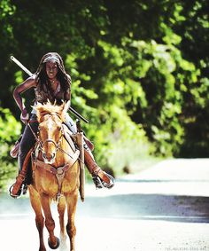 The Walking Dead.Danai Guiria as Michonne.the mysterious warrior with her Katana blade. Walking Dead Season 4, The Walking Dead 2, Walking Dead Series, Walking Dead Zombies, Just Keep Walking, Best Zombie, Dead To Me, Dead Inside, Dead Man