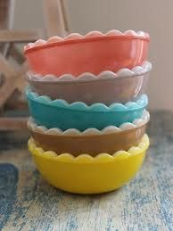 agee scalloped bowls comes as a set with a pudding dish