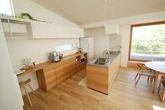 ホワイトEP塗装とナラとステンレスを組み合わせたキッチン Wooden Kitchen, Rustic Kitchen, Kitchen Dining, Japanese Kitchen, Japanese House, My Home Design, House Design, Unfitted Kitchen, Dirty Kitchen