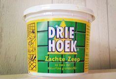 Nostalgie: dit kun je allemaal met groene zeep doen! Groene zeep; wiens opa en oma hadden dit vroeger niet bij de wasbak staan?...