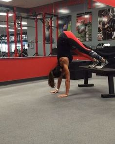 """5,385 mentions J'aime, 132 commentaires - Alexia Clark (@alexia_clark) sur Instagram : """"Bench work to add into your circuit! You get it all here - upper body, core, cardio and lower body!…"""""""