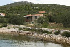 Holiday Home Uvala Sveti Ante 8499 Pasman Holiday Home Uvala Sveti Ante 8499 is a 'Robinson Crusoe style' accommodation located in Kraj on Pa?man Island. It is set in a secluded location in an isolated bay and with limited facilities.