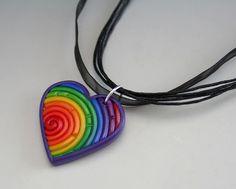 Γεια, βρήκα αυτή την καταπληκτική ανάρτηση στο Etsy στο https://www.etsy.com/listing/115344799/rainbow-heart-necklace-in-fimo-filigree