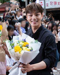 Kim Hee Won, Jin Goo, Korean Actors, Kdrama, Kpop, Flowers, Korean Celebrities, Royal Icing Flowers, Flower