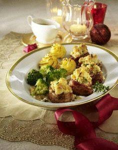 Schweinemedaillons mit Macadamia-Kruste und Pfefferrahmsoße. Hab ich Weihnachten gemacht.