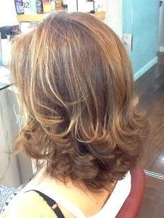 Riesige Papierblumen - DIY Dekoration - Riesige Papierblumen - DIY Dekoration - Para while cacheadas at the crespas, dormir sem desmanchar os cachos parece até um sonho! Só que é possível, sim, manter a new definiçãto dos carac. Medium Hair Cuts, Short Hair Cuts, Medium Hair Styles, Curly Hair Styles, Pixie Cuts, Haircuts For Long Hair, Shoulder Length Hair, Diy Hairstyles, Layered Hairstyles