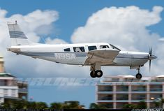 Piper PA-32R-300 Cherokee Lance aircraft picture