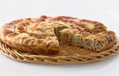 """Сербское традиционно """"семейное"""" блюдо - свернутый бурек."""