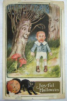 Halloween greeting scared, Tree BOO