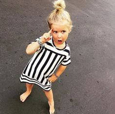 Black and white dress looks so fresh and modern (but still childlike! Fashion Kids, Little Girl Fashion, Little Babies, Little Ones, Cute Babies, Outfits Niños, Kids Outfits, Baby Kind, Baby Love